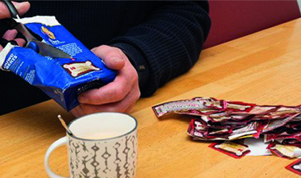 Ruim 3000 pakken DE-koffie voor Voedselbank Raalte e.o.